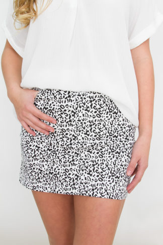 4b7e6f8cec09 Black and White Cheetah Print Skirt